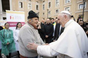 """""""Compartir con los pobres nos permite entender el Evangelio en su verdad más profunda"""": Jornada Mundial de los Pobres"""