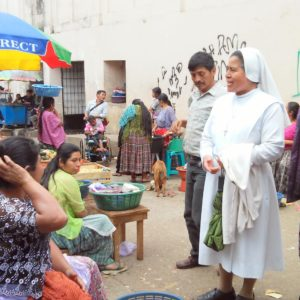 Presentando el proyecto número 3 en San Pedro Charcá (Guatemala)
